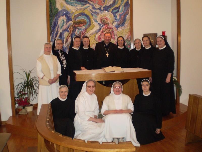 Biskup Marko u posjeti sestrama