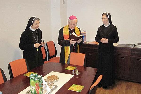 Biskup Komarica pohodio sjedište KVRPIP BIH