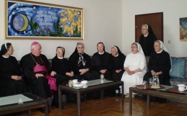 Biskup Jezerinac kod sestara u Držićevoj