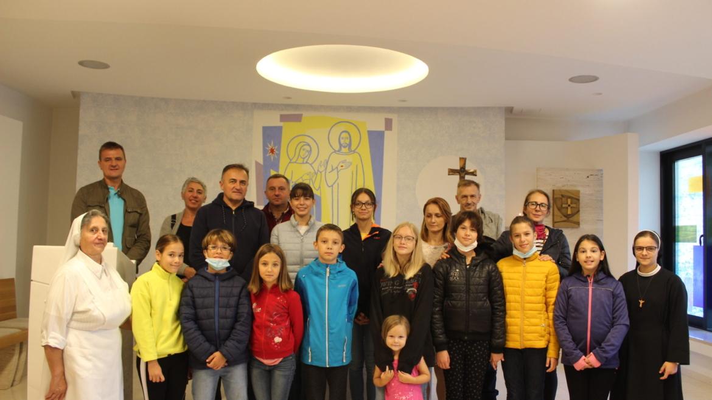 Susret vjeroučenika i roditelji sa sestrama franjevkama